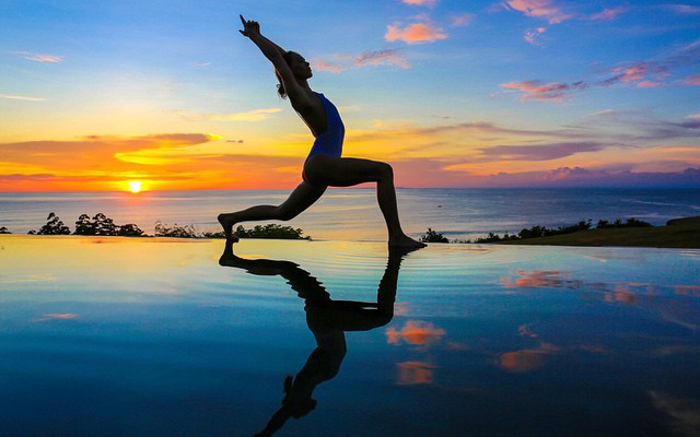 sunset-yoga-morning-light-studio-uluwatu
